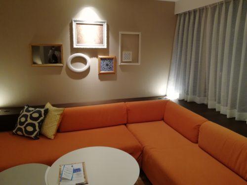 客室L型ソファ