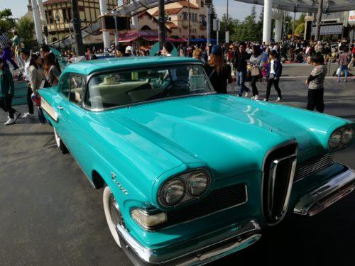 メルズドライブイン青い車