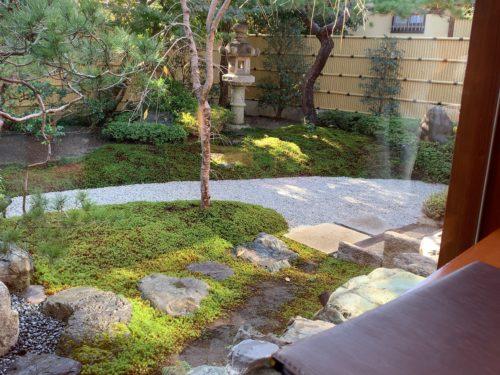 喜重郎中庭の様子