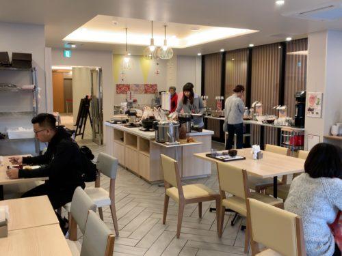 京都駅八条口の食堂の様子