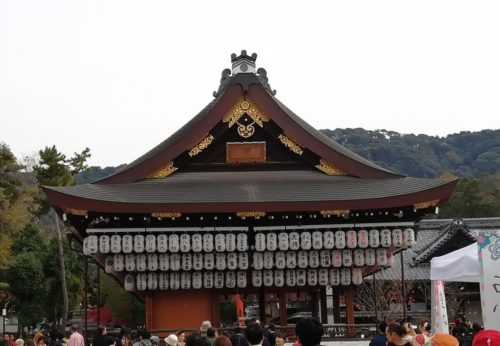 八坂神社の舞殿1