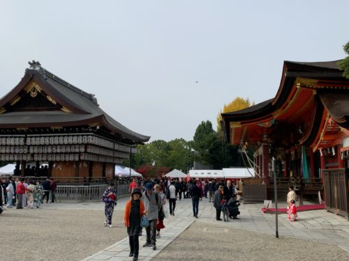 八坂神社と舞殿