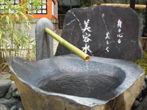 八坂神社の美容水