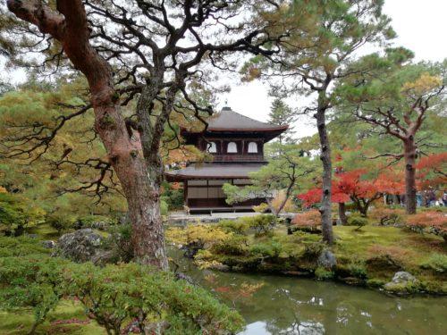 錦鏡池と観音堂