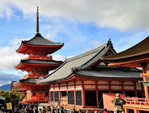 三重塔と経堂