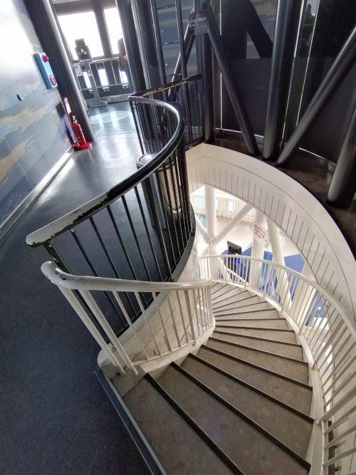展望5階の螺旋階段