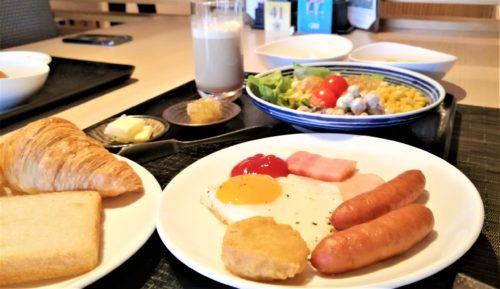 朝食のビュッフェ11