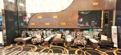 アパ横浜のロビーのソファー1