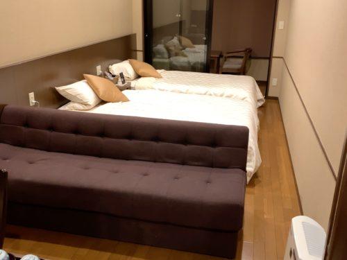万葉倶楽部神戸の細長い部屋